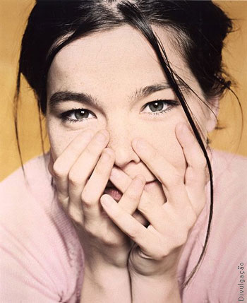 http://audiocama.files.wordpress.com/2007/06/bjork2.jpg